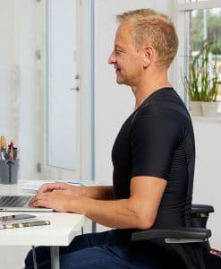 Men's-Posture-Shirt-CORE_Black_Side-sit